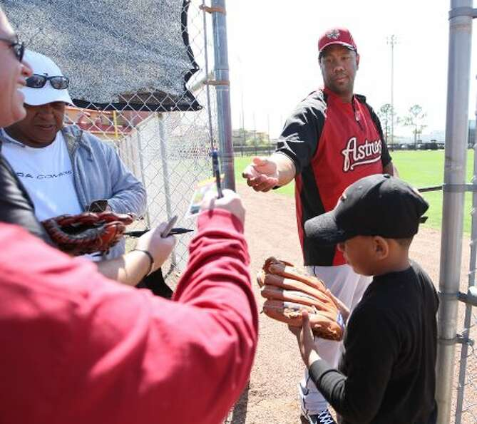Houston Astros Livan Hernandez signs autographs at the Astros spring training complex. (Karen Warren