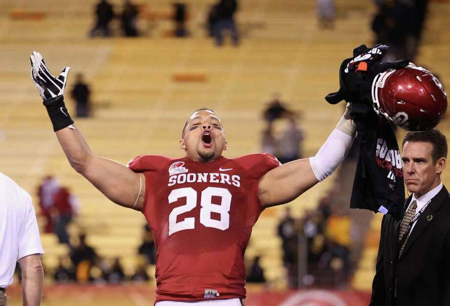 TEMPE, AZ - DECEMBER 30:  Linebacker Travis Lewis #28 of the Oklahoma Sooners celebrates after defeating the Iowa Hawkeyes in the Insight Bowl at Sun Devil Stadium on December 30, 2011 in Tempe, Arizona. The Sooners defeated the Hawkeyes 31-14. Photo: Christian Petersen, Getty Images / 2011 Getty Images