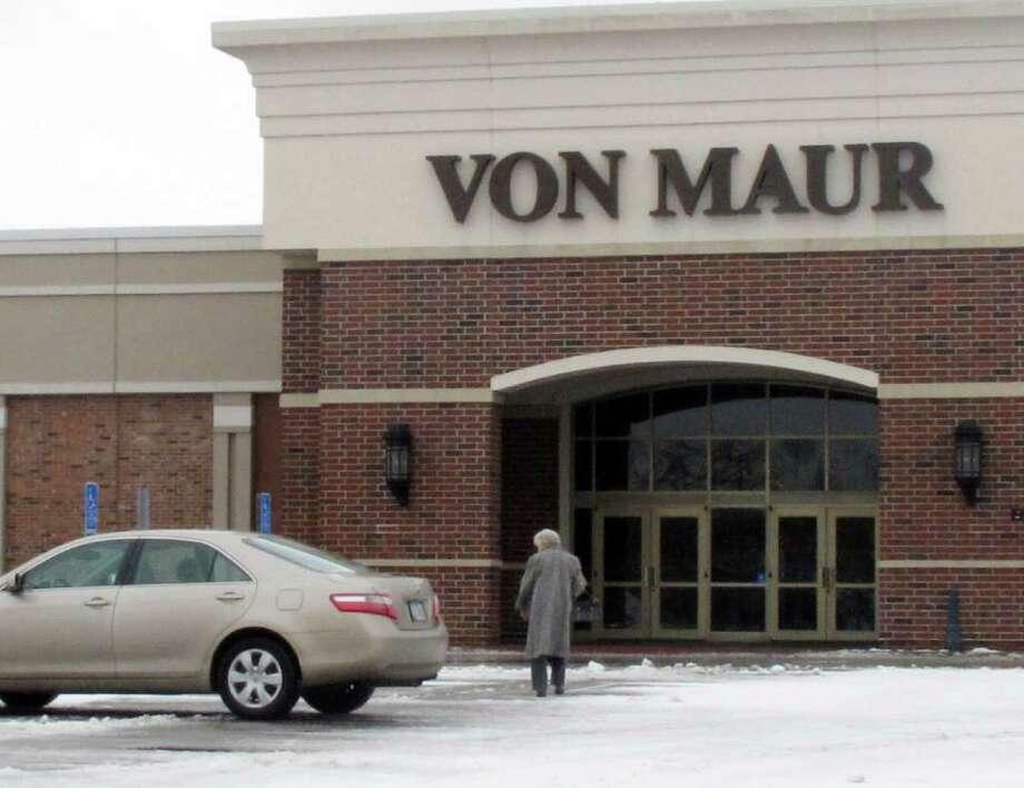 In This Feb 14 2017 Photo A Per Arrives At The Von Maur