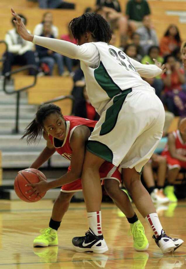 North Shore High School's Adriiana Jackson averaged 15 points and seven rebounds in wins over Channelview and Port  Arthur Memorial, helping North Shore claim first in District 21-5A. Photo: Nick De La Torre, Houston Chronicle / © 2012  Houston Chronicle