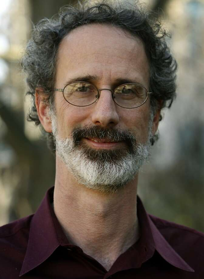 Peter Gleick, president of the Pacific Institute and one of the world's leading experts on freshwater, stands near the organization's Preservation Park offices in Oakland, Calif., on Wednesday, Jan. 14, 2009. Photo: Paul Chinn, The Chronicle