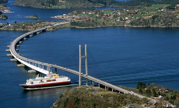 Washington floating bridge capitol of the world for Floating rock norway