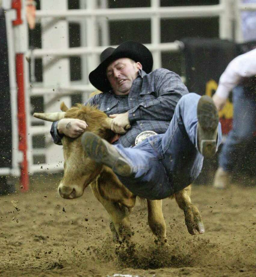 Shane Henderson, of Winfield, Kansas scores a 4.3 in the Steer Wrestling competition at the San Antonio Stock Show and Rodeo, at the AT&T Center, Wednesday, Feb. 22, 2012. Jerry Lara/San Antonio Express-News Photo: Jerry Lara, San Antonio Express-News / © San Antonio Express-News