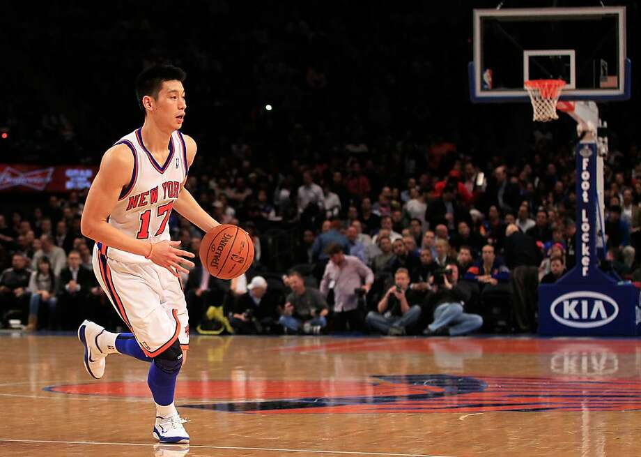 Jeremy Lin #17 of the New York Knicks dribbles the ball during the game against the Atlanta Hawks at Madison Square Garden on February 22, 2012 in New York City. Photo: Chris Trotman, Getty Images