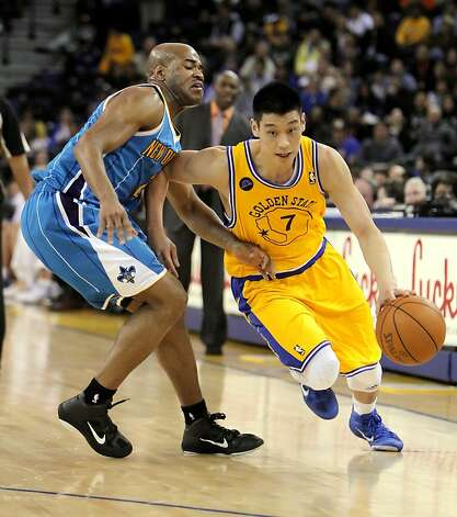 Jeremy Lin drives to the basket past New Orleans's Jarrett Jack in the fourth quarter. The Golden State Warriors played the New Orleans Hornets at Oracle Arena in Oakland, Calif., on Tuesday, February 15, 2011. Photo: Carlos Avila Gonzalez, The Chronicle