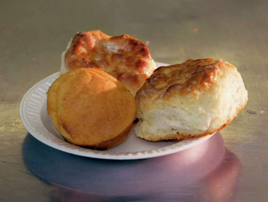 Cornbread and biscuits at Frenchy's Chicken Photo: CRAIG H. HARTLEY / FREELANCE