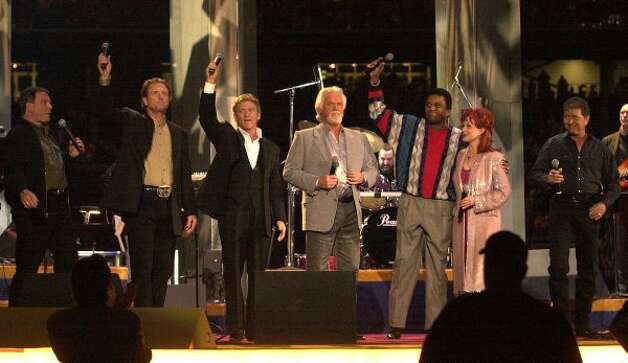 Larry Gatlin and the Gatlin Brothers, Kenny Rogers, Charley Pride, Naomi Judd and Mac Davis wave to the crowd after their 2002 performance. (Christobal Perez / Houston Chronicle)