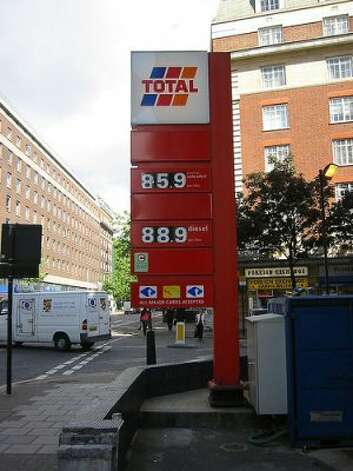 Think the gas prices are too high in the U.S.? See the prices in other countries. (Andrewbatman / Flickr)
