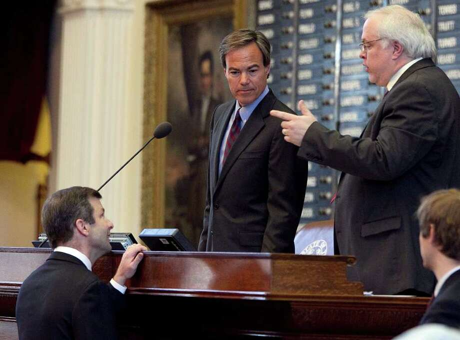 Rep. David Simpson, bottom left, talks with Texas House Parliamentarian Chris Griesel, right and Speaker of the House Joe Straus, following passage on second reading of SB 29, the TSA pat-down bill, at the Capitol in Austin, Texas, on Wednesday, June 29, 2011. (AP Photo/Austin American-Statesman, Deborah Cannon)  MAGS OUT; NO SALES; TV OUT; INTERNET OUT; AP MEMBERS ONLY; MANDATORY CREDIT Photo: Deborah Cannon / Austin American-Statesman