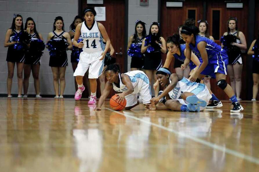 Elsik guard, D'Jae Vadan, 5, comes up with the loose ball, during the Class 5A, Region III semifinal