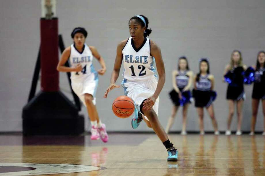 Elsik forward, Akunna Elonu, 12, looks down court to set up a play, during the Class 5A, Region III semifinal girls high school basketball game between Elsik High School and Clear Springs High School, Friday, February 24, 2012 at the Aldine Campbell Center in Houston, Texas. Elsik won 43 - 40, to on to the region final on Saturday. Photo: TODD SPOTH, For The Chronicle / Todd Spoth