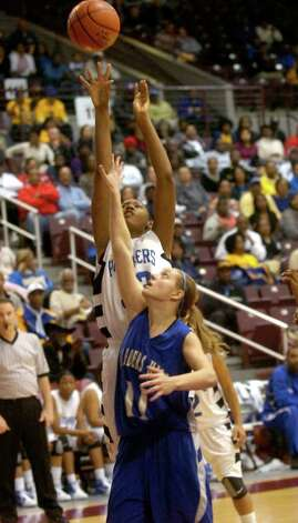 Ozen's Jerica Bolin tries to shoot over Barbers Hill Shannon Evans at the Aldine Campbell Center in Houston, Saturday, February 25, 2012. Tammy McKinley/The Enterprise Photo: TAMMY MCKINLEY