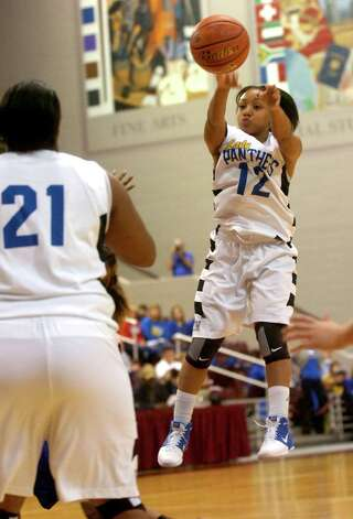Ozen's Asia Booker passes to Nekia Jones during the game against Barbers Hill at the Aldine Campbell Center in Houston, Saturday, February 25, 2012. Tammy McKinley/The Enterprise Photo: TAMMY MCKINLEY
