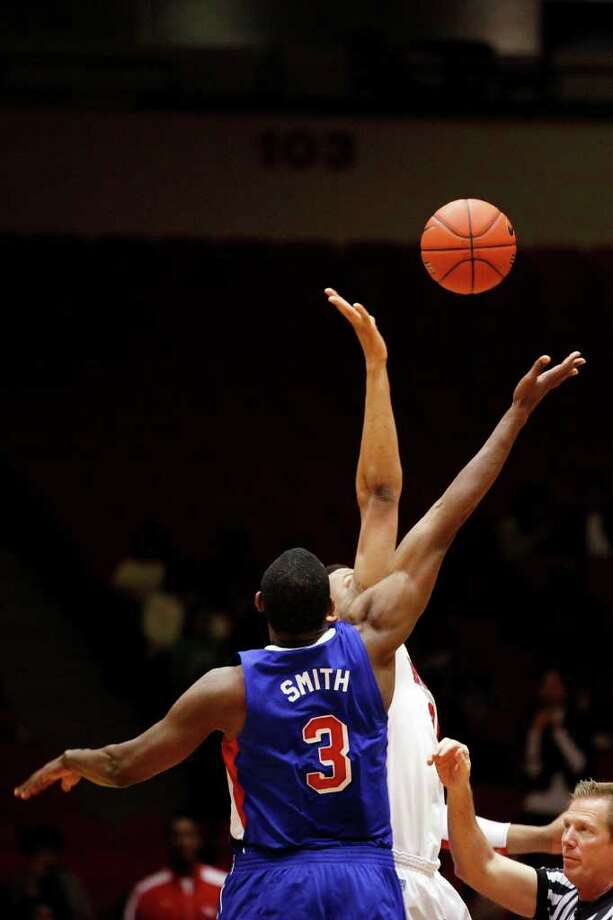 SMU guard, Leslee Smith, 3, wins the opening tipoff during the first half of an NCAA men's basketball game between the University of Houston Cougars and the Southern Methodist University Mustangs, Saturday, February 25, 2012, at Hofheinz Pavilion in Houston, Texas.  Photo: TODD SPOTH, For The Chronicle / © TODD SPOTH, 2012