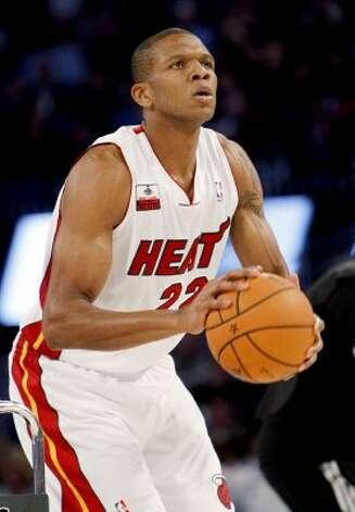 Miami Heat's James Jones shoots during the NBA All-Star Three-Point Shootout basketball competition in Orlando, Fla., Saturday, Feb. 25, 2012. (AP Photo/Lynne Sladky) (AP) / SA