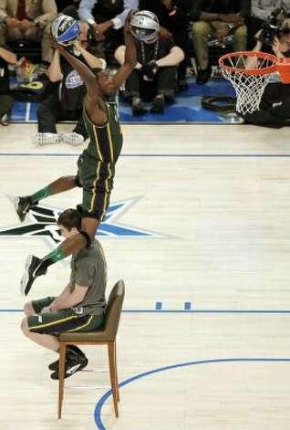 Utah Jazz's Jeremy Evans jumps over teammate Gordon Heyward during the NBA basketball All-Star Slam Dunk Contest in Orlando, Fla. Saturday, Feb. 25, 2012. (AP Photo/Chris O'Meara) (AP) / SA
