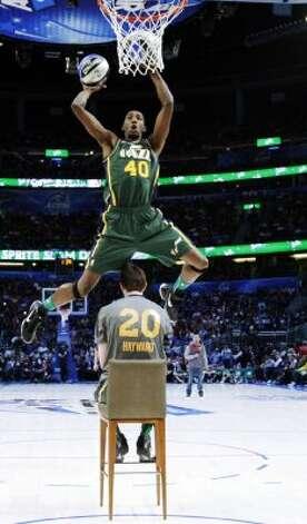 Utah Jazz's Jeremy Evans jumps over teammate Gordon Hayward during the NBA basketball All-Star Slam Dunk Contest in Orlando, Fla., Saturday, Feb. 25, 2012. (AP Photo/Jeff Haynes, Pool) (AP) / SA