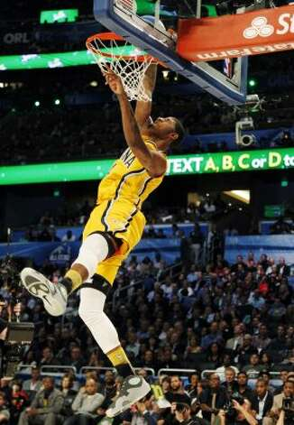 Indiana Pacers' Paul George dunks during the NBA basketball All-Star Slam Dunk contest, Saturday, Feb. 25, 2012, in Orlando, Fla. (AP Photo/Lynne Sladky) (AP) / SA