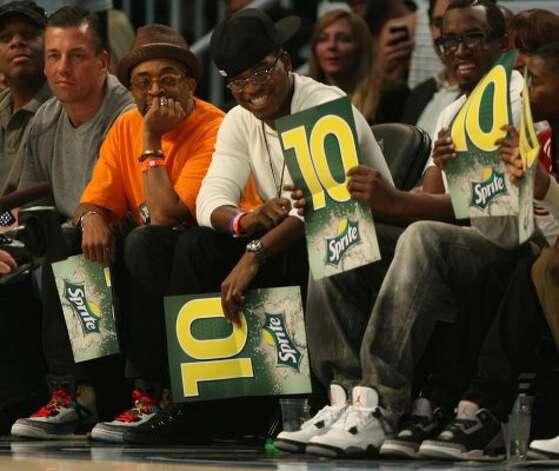 Filmmaker Spike Lee, left and singer P. Diddy, right, enjoy the NBA basketball All-Star Slam Dunk Contest in Orlando, Fla., Saturday, Feb. 25, 2012.(AP Photo/Lynne Sladky) (AP) / SA