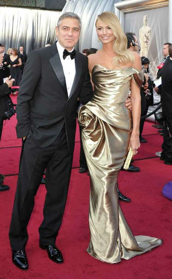 Best actor nominee George Clooney's date, Stacy Kiebler, resembled a golden statue in her luxurious Marchesa gown. Photo: JOE KLAMAR, AFP/Getty Images / 2012 AFP