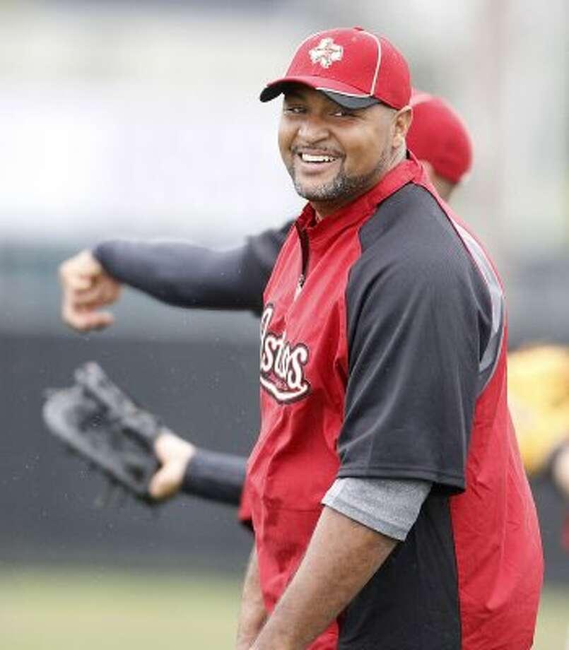 Astros infielder Carlos Lee starts infield workouts. (Karen Warren / Chronicle)