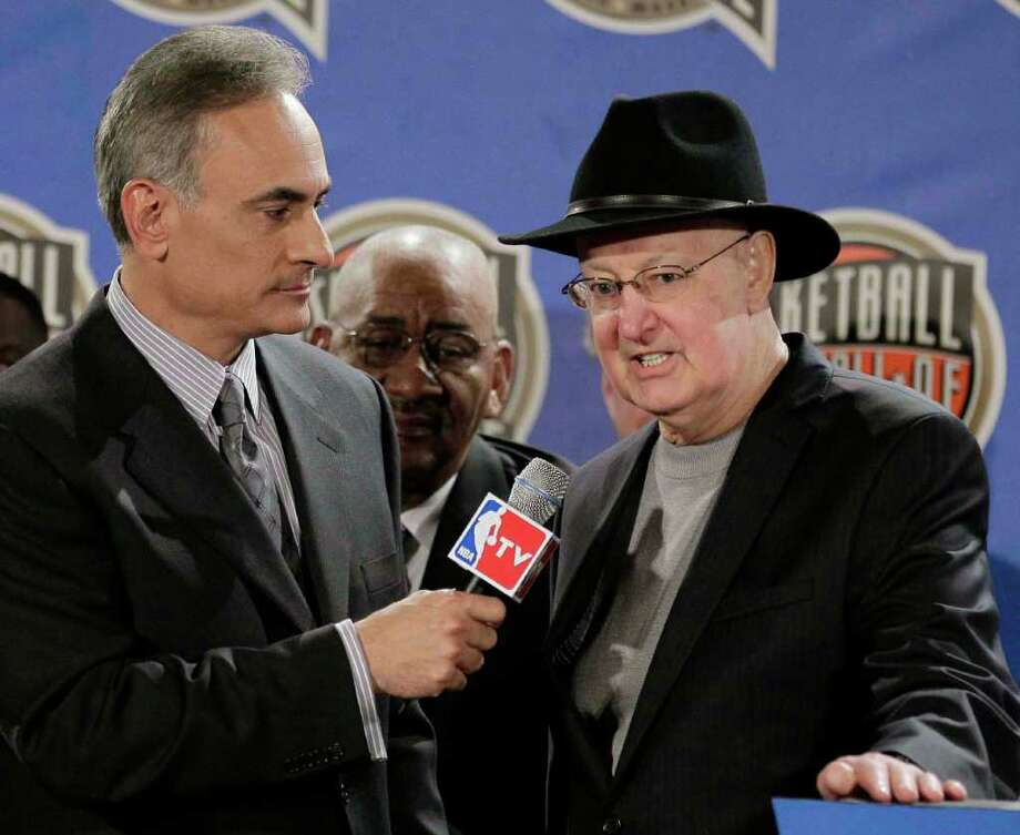 Vince Cellini, left, introduces Orlando Magic senior vice president Pat Williams as the Basketball Hall of Fame's 2012 John. W. Bunn Lifetime Achievement Award winner, Friday, Feb. 24, 2012 in Orlando, Fla. The NBA All-Star game will be played in Orlando on Sunday. (AP Photo/Chris O'Meara) Photo: Associated Press