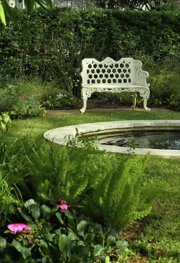 (For the Chronicle/Gary Fountain, February 6, 2012)  The tranquil seating area in the garden of Laura and John Calaway. Photo: Gary Fountain / Copyright 2012 Gary Fountain.