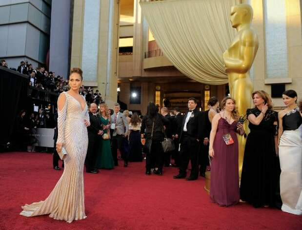 Jennifer Lopez arrives before the 84th Academy Awards on Sunday, Feb. 26, 2012, in the Hollywood section of Los Angeles. (AP Photo/Chris Pizzello) (AP)