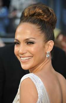 Entertainer Jennifer Lopez arrives on the red carpet for the 84th Annual Academy Awards on February 26, 2012 in Hollywood, California. AFP PHOTO Joe KLAMAR (Photo credit should read JOE KLAMAR/AFP/Getty Images) (JOE KLAMAR / AFP/Getty Images)