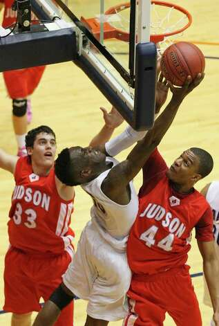 Warren's Taurean Waller-Prince (center) shoots between Judson's David Wacker (left) and E.J. Hubbard during second half action of their Class 5A third-round playoff game on Monday, Feb. 27, 2012 at the UTSA Convocation Center. Warren won in overtime 64-61. Photo: EDWARD A. ORNELAS, San Antonio Express-News / © SAN ANTONIO EXPRESS-NEWS (NFS)