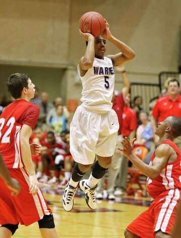 Warren's Marcus Keene (center) prepares to launch the game-winning 3-pointer in overtime between Judson's Tanner Leissner (left) and Jarveon Williams. Photo: EDWARD A. ORNELAS, San Antonio Express-News / © SAN ANTONIO EXPRESS-NEWS (NFS)