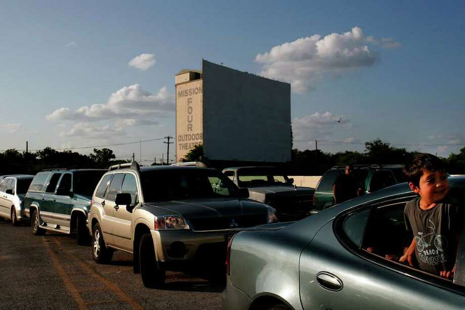 Jason Rodriguez, 4, waits in line at the Mission Drive-In on Aug. 24, 2007. The drive-in reopened after being vandalized earlier this year. The movie theater opened in March 1948 and is a South Side landmark.  Photo: NICOLE FRUGE, SAN ANTONIO EXPRESS-NEWS / SAN ANTONIO EXPRESS-NEWS