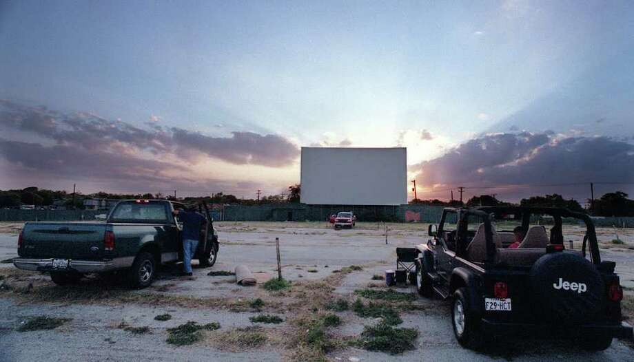 The sun sets as families stake out their spots  for the movie at the Mission 4 Outdoor Theatre on June 11, 1999. Photo: EDWARD A. ORNELAS