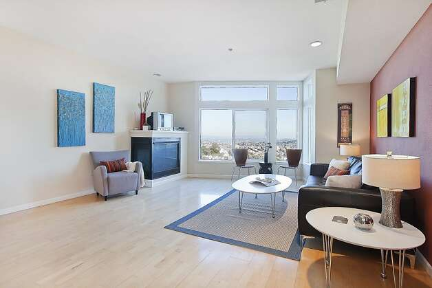 This Twin Peaks townhome has an open floor plan, high ceilings and large windows in the living room. Photo: OpenHomesPhotography.com