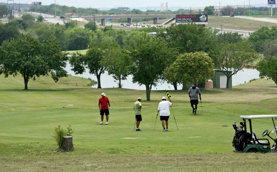 A foursome putts on the No. 13 green at Northcliffe Golf Club on May 22, 2009. Photo: TOM REEL, San Antonio Express-News / treel@express-news.net