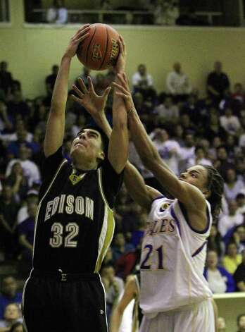 Edison's David Perez (32) grabs a rebound over Brackenridge's Ramon Richards (21) in the third round of District 29-4A basketball at the Alamo Convocation Center on Tuesday, Feb. 28, 2012. Edison defeated Brackenridge, 64-53. Photo: Kin Man Hui, San Antonio Express-News / San Antonio Express-News