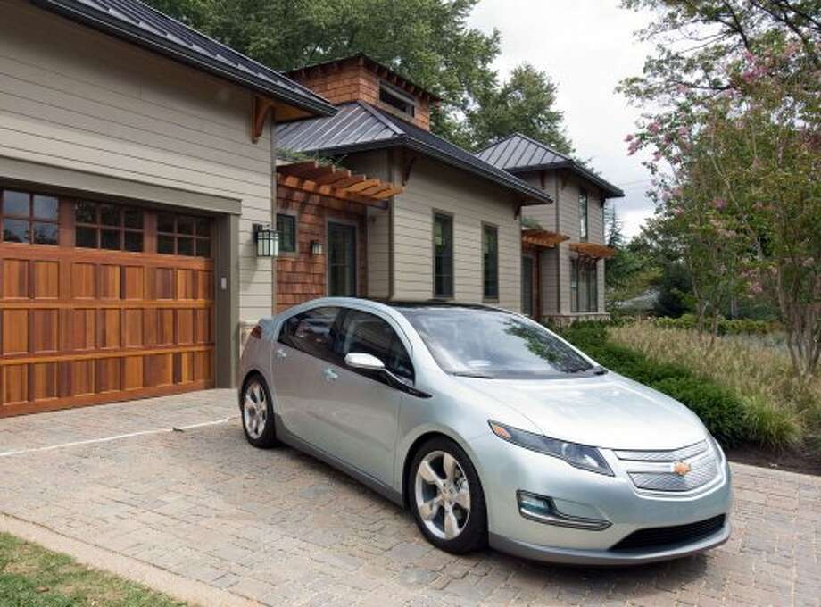 Chevrolet Volt: 60 mpg combined, 58 city mpg, 62 higway mpg (GM / Wieck)