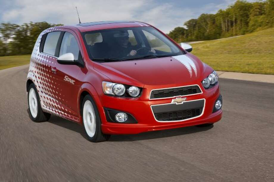 Chevrolet Sonic Z: 33 mpg combined, 29 city mpg, 40 higway mpg (GM / Wieck)