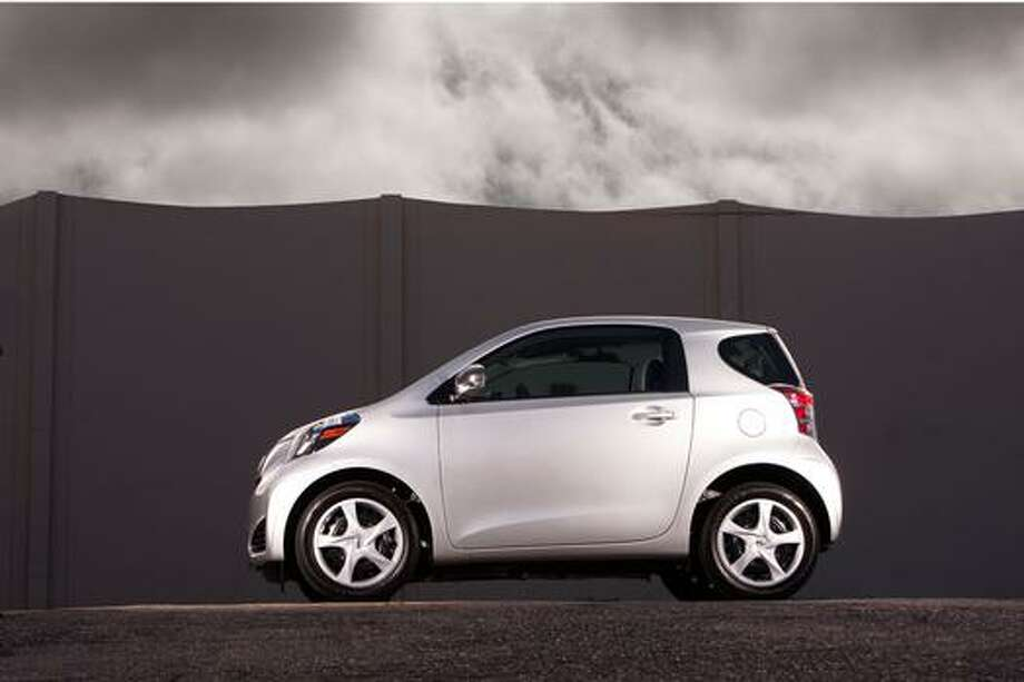 Scion iQ: 37 mpg combined, 36 city mpg, 37 higway mpg
