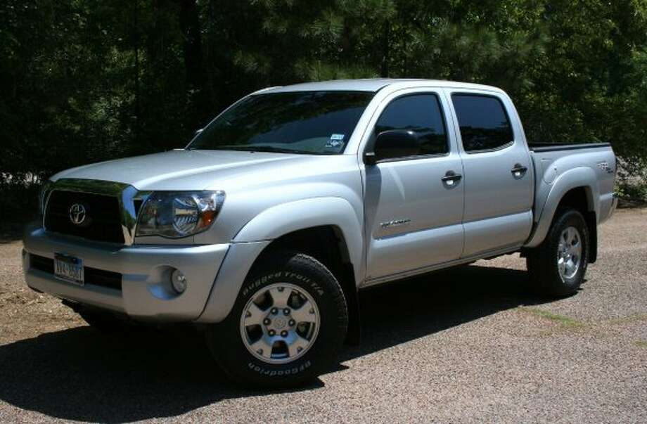 Toyota Tacoma 2WD: 22 mpg combined, 21 city mpg, 25 higway mpg