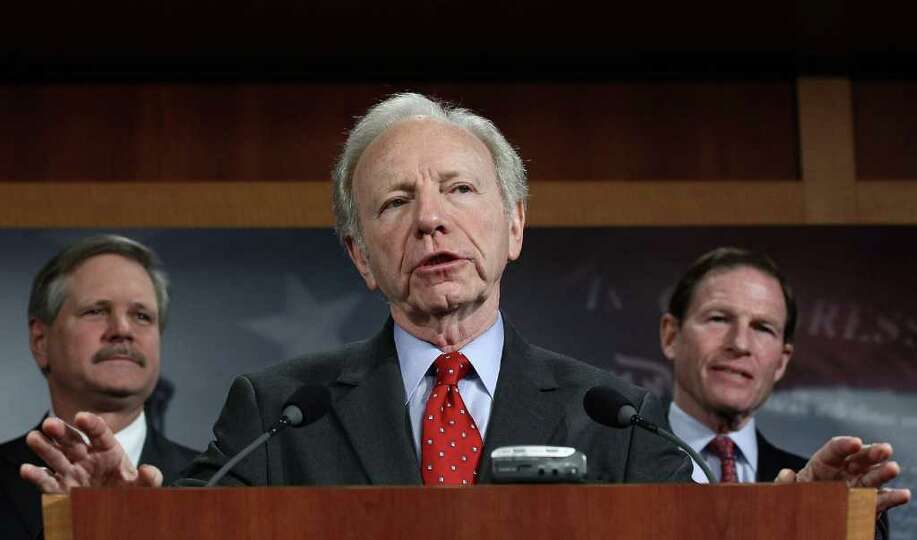 (L-R) Sen. John Hoeven (R-N.D.), Sen. Joe Lieberman (I-CT), and Sen. Richard Blumenthal (D-CT) answe