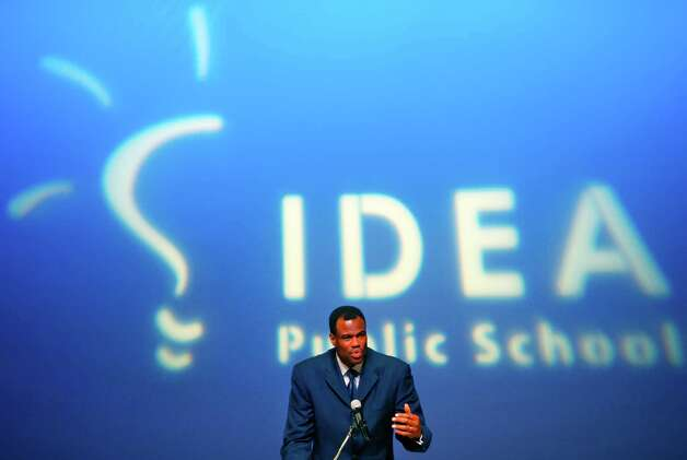 David Robinson speaks Wednesday Feb. 29, 2012 at the Carver Cultural Center to announce a partnership between the Carver Academy and IDEA Public Schools to bring IDEA schools to San Antonio. The company has been operating in the Rio Grande Valley for 11 years and now operates 20 schools there.  (William Luther/wluther@express-news.net) Photo: William Luther, San Antonio Express-News / © 2012 WILLIAM LUTHER