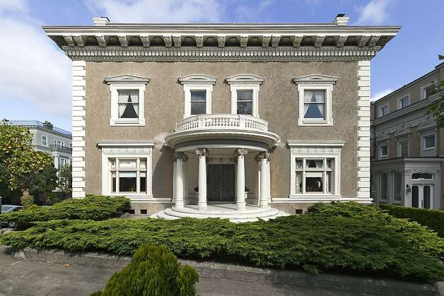 Constructed in the Renaissance Revival-style, this 1904 mansion boasts North Bay views. Photo: Cleber Dealancar