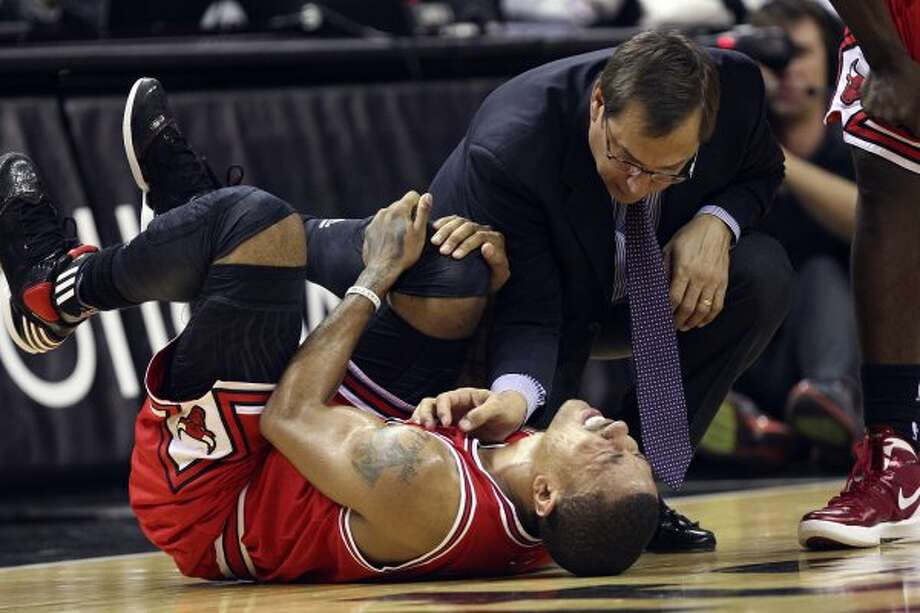 SPURS --  Chicago Bulls Derrick Rose grimaces after collision in the first half against the San Antonio Spurs at the AT&T Center, Wednesday, Feb. 29, 2012. Jerry Lara/San Antonio Express-News (San Antonio Express-News)