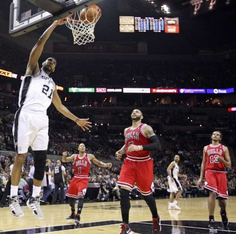 FOR SPORTS - San Antonio Spurs' Tim Duncan dunks ahead of Chicago Bulls' Carlos Boozer during second half action Wednesday Feb. 29, 2012 at the AT&T Center. The Bulls won 96-89. (PHOTO BY EDWARD A. ORNELAS/SAN ANTONIO EXPRESS-NEWS) (SAN ANTONIO EXPRESS-NEWS)