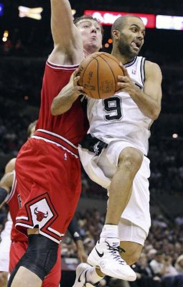 FOR SPORTS - San Antonio Spurs' Tony Parker looks for room around Chicago Bulls' Omer Asik during second half action Wednesday Feb. 29, 2012 at the AT&T Center. The Bulls won 96-89. (PHOTO BY EDWARD A. ORNELAS/SAN ANTONIO EXPRESS-NEWS) (SAN ANTONIO EXPRESS-NEWS)