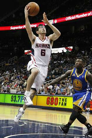 Atlanta Hawks guard Kirk Hinrich (6) drives to the basket against Golden State Warriors forward Jeremy Tyler (3) in the first half of an NBA basketball game, Wednesday, Feb. 29, 2012, in Atlanta. Photo: John Bazemore, Associated Press