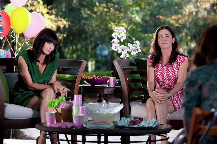 Catherine Bell and Kim Delaney in Season 6 premiere of 'Army Wives.' Photo: ANGELINE_HERRON, Lifetime / ANGELINE_HERRON
