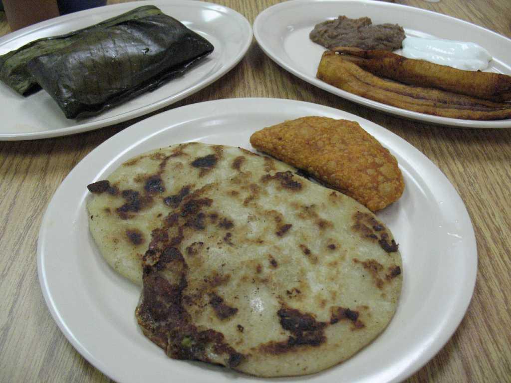 Just A Taste La Pupusa Y M 225 S San Antonio Express News