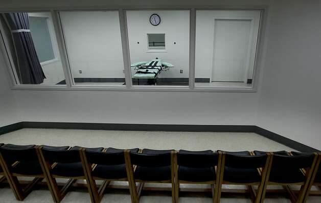 Observers will view the executions through a set of glass windows.  Officials from San Quentin State Prison display the newly completed Lethal Injection Facility, on Tuesday Sept. 21, 2010 in San Quentin, Calif. Photo: Michael Macor, The Chronicle